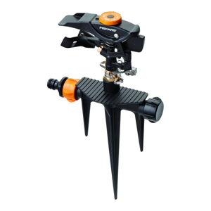 Černý impulzní zavlažovač s nastavitelným ventilem Fiskars