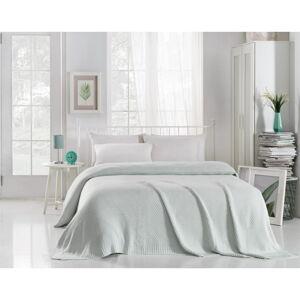Mentolově modrý přehoz přes postel Silvi, 220 x 240 cm